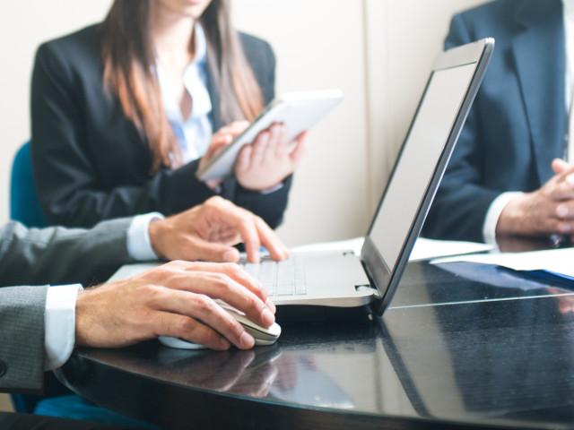 Programiści przy pracy - outsourcing IT i  usługi informatyczne PROTEUSS