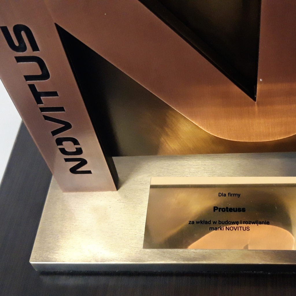 Nagroda Novitus dla Proteuss statuetka dla najlepszych partnerów